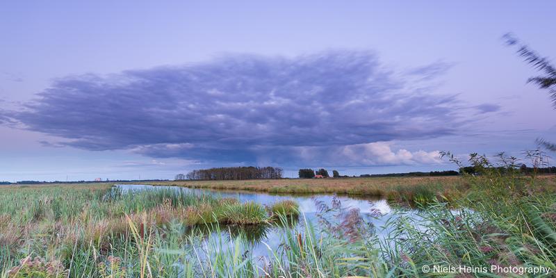 Dreigende wolk boven de Onlanden - Drenthe, NL